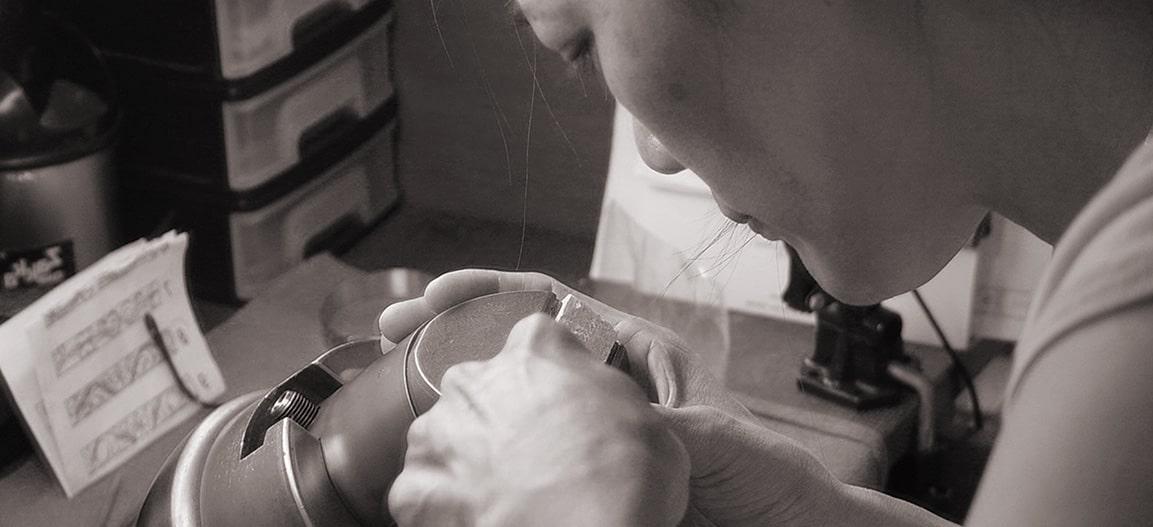 ふたりのための手彫り、それはたったひとりの専属職人だからできる事。